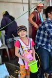 Jongeren die Songkran vieren (Thais nieuw jaar/water festival) Royalty-vrije Stock Foto