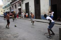 Jongeren die voetbal spelen Royalty-vrije Stock Afbeelding