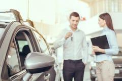 Jongeren in een Concept van het de Dienstvervoer van de Autohuur Stock Foto
