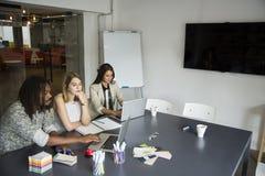 Jongeren in het bureau Royalty-vrije Stock Foto