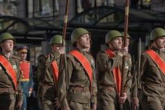 Jongeren in het uniform van de Tweede Wereldoorlog stock fotografie