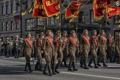 Jongeren in het uniform van de Tweede Wereldoorlog Royalty-vrije Stock Afbeeldingen