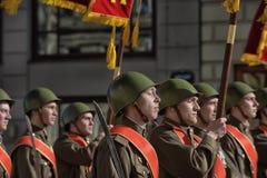 Jongeren in het uniform van de Tweede Wereldoorlog Stock Foto's