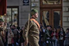 Jongeren in het uniform van de Tweede Wereldoorlog Royalty-vrije Stock Fotografie