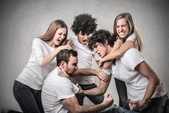 Jongeren het worstelen Stock Afbeeldingen