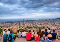 Jongeren op Bunkers del Carmel, Barcelona, Spanje stock foto's
