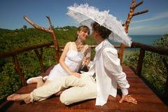 Jonggehuwden op het dak Stock Afbeelding