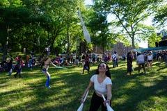 Jonglörer på påhittfestivalen 2015 15 Arkivbilder