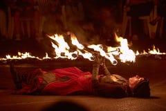 Jonglerie avec les torches brûlantes Photos libres de droits