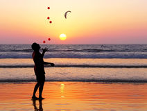 Jongleur de coucher du soleil Images libres de droits