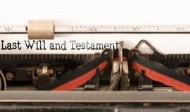 Jongstleden de woorden zullen en Testament op uitstekende schrijfmachine wordt geschreven die royalty-vrije stock foto's