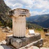 Jonisk kolonn på Delfi, Grekland Royaltyfri Bild