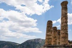 Jonisk kolonn på Delfi, Grekland Arkivbild