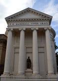 Joniska kolonner och sockel på framdelen av det Perth museet och Art Gallery, Perth, Skottland Arkivfoto