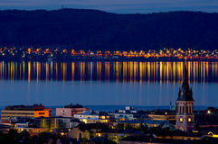 Jonkoping på natten sweden arkivfoton