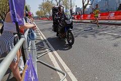 Jonny Mellor бежит марафон Лондона Стоковая Фотография