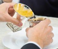 Joods Huwelijk 2 zilveren glazen Stock Afbeeldingen