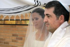Joodse bruid en een Ceremonie van het bruidegomhuwelijk stock afbeeldingen