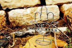 Joodse kandelaar Menorah in stijl populaire amulet Hamsa Beeld van Joodse vakantiechanoeka, Israël royalty-vrije stock foto's