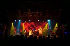 Jookbox City's Kahnma K and Rawnie Paton sing as band plays on. HONOLULU - FEBRUARY 14: Jookbox City's Kahnma K and Rawnie Paton sing as band plays stock images