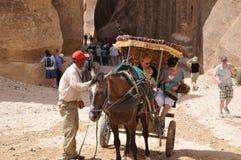 jordão Rochas A estrada à cidade antiga Petre Imagens de Stock