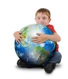 Jord för pojkeinnehavväxt på vit bakgrund arkivbilder