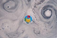 Jord kalla: utflyttning in i virveln/bubbelpoolen Royaltyfria Foton
