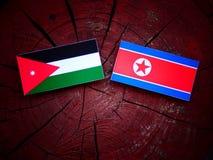Jordańczyk flaga z koreańczyk z korei północnej flaga na drzewnym fiszorku Obrazy Royalty Free
