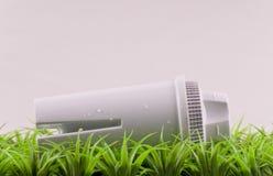 jorda en kontakt filtervänskapsmatchvatten Arkivfoton