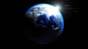Jorda en kontakt jordklotet från utrymme med solen och moln och att visa Indien och Mi Royaltyfri Bild