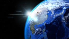 Jorda en kontakt jordklotet från utrymme med solen och moln, slut upp som visar som Arkivbilder