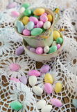Jordan Almond Candies in tazza Immagini Stock