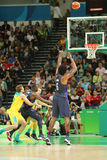 Jordan DeAndre número 6 del equipo Estados Unidos en la acción durante partido de baloncesto del grupo A entre el equipo los E.E. Imagen de archivo libre de regalías