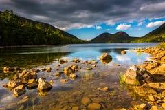 Jordan Pond en mening van de Bellen in het Nationale Park van Acadia, MAI Royalty-vrije Stock Afbeeldingen