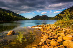 Jordan Pond en mening van de Bellen in het Nationale Park van Acadia, MAI Royalty-vrije Stock Fotografie