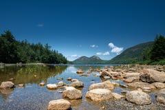 Jordan Pond Lake stånghamn, Maine, USA royaltyfria bilder