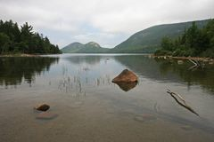 Jordan Pond nell'acadia parco nazionale, Maine immagini stock