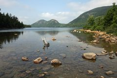 Jordan Pond nell'acadia parco nazionale, Maine immagine stock
