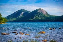 Jordan Pond Path Trail i Acadianationalparken, Maine royaltyfria bilder