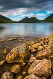 Jordan Pond und Ansicht der Blasen im Acadia-Nationalpark, MAI Stockfotografie