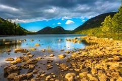 Jordan Pond und Ansicht der Blasen im Acadia-Nationalpark, MAI Stockbilder