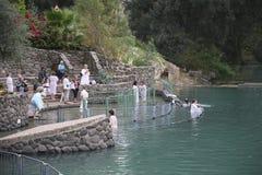 Jordan River Ablutionin het heilige water stock foto