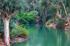 Jordan River El lugar en donde bautizaron a Jesús Imagenes de archivo