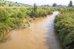 Jordan River o il fiume Giordania scorre Nord sud, Israel Medditeranean fotografie stock libere da diritti