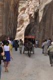 jordan Vaggar Vägen till den forntida staden Petre Royaltyfri Fotografi