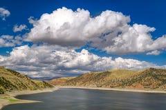 Jordanelle-Reservoir in Utah, Vereinigte Staaten lizenzfreie stockfotografie