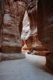Jordanië: Toerist in Petra stock foto