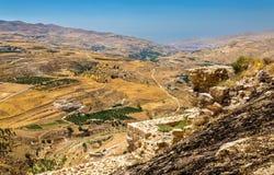 Jordanian landschap zoals die van al-Karak wordt gezien stock afbeelding