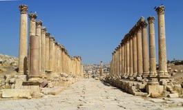 Jordanien fördärvar av den forntida romerska staden av Gerasa som det moderna namnet är Jerash royaltyfri foto