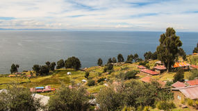 Jordbruk på den Taquile ön, i sjön Titicaca royaltyfria bilder